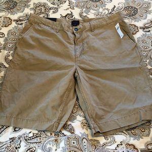 Men's khaki shorts. NWT.